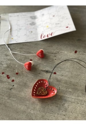 Origami heart necklace with chocolate