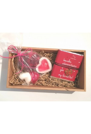 GIFT BOX SOAPS GLYCER AND CHOCOLATE WITH NECKLACE